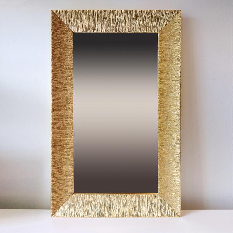 Прямоугольное зеркало на стену в современном стиле